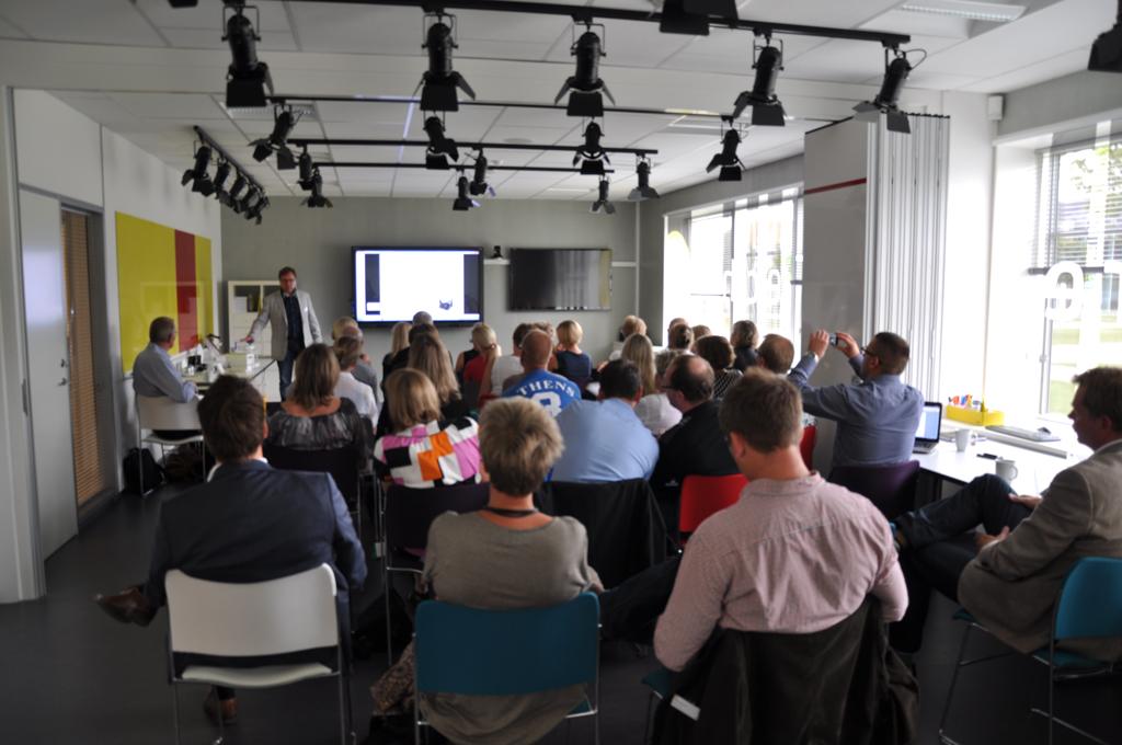 Sune Leisner præsenterer til dialogmøde om intelligent medicinhåndtering